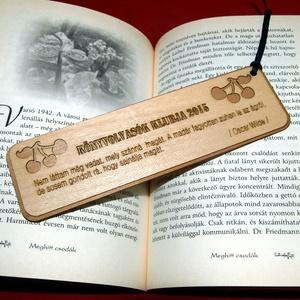 Könyvjelző fából saját felirattal, Könyvjelző, Papír írószer, Otthon & Lakás, Famegmunkálás, Fából, kézzel és lézervágással készített magyar termék, új.\n\nIgény szerinti szöveg, név gravírozható..., Meska