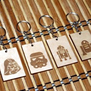 Star Wars fa gravírozott kulcstartó többféle, Kulcstartó, Kulcstartó & Táskadísz, Táska & Tok, Famegmunkálás, Fából, kézzel és lézervágással készített magyar termék, új.\nAz ár 1 db-ra értendő, a képen látható 4..., Meska