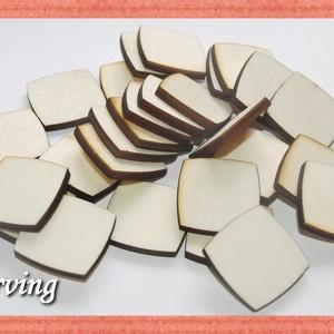 Fa kerekített élű négyzet - 2.2 x 2.2 cm - 30 db - 10 Ft/db, Dekorációs kellékek, Fa, Famegmunkálás, Fából készült natúr fa négyzet. Az ár 30 db-ra értendő. Mérete: 2.2 x 2.2 cm, Alkotók boltja