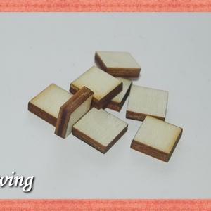 Fa négyzet - 1x1 cm - 50 db, Dekorációs kellékek, Fa, Famegmunkálás, Fából készült natúr fa négyzet. Az ár 50 db-ra értendő. Mérete: 1x1 cm, Alkotók boltja