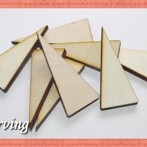 Fa háromszög - 5x5x2 cm - 10 db - 30 Ft/db, Dekorációs kellékek, Fa, Famegmunkálás, Fából készült natúr fa háromszögek.\nAz ár 10 db-ra értendő.\nMérete: 5x5x2 cm, Meska