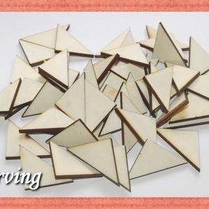 Fa háromszög - 40 db - 7.5 Ft/db, Dekorációs kellékek, Fa, Famegmunkálás, Fából készült natúr fa háromszögek. Az ár 40 db-ra értendő. Mérete: 2.6 x 2.6 x 3.1 cm, Alkotók boltja