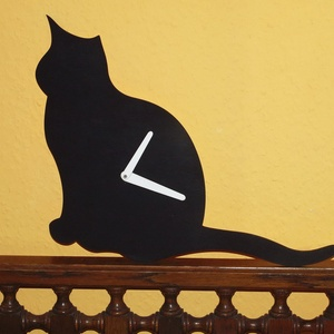 Fából készült fekete macska falióra, Falióra & óra, Dekoráció, Otthon & Lakás, Famegmunkálás, Fából, kézzel és lézervágással készített magyar termék, új. \n\nMéret: 30 cm magas, Meska