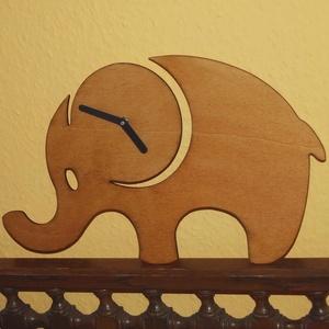 Fából készült barna elefánt falióra, Falióra & óra, Dekoráció, Otthon & Lakás, Famegmunkálás, Fából, kézzel és lézervágással készített magyar termék, új. \n\nMéret: 22 x 38 cm, Meska