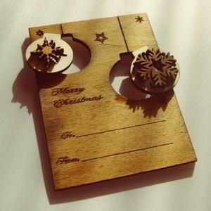Karácsonyi ajándékkísérő, üdvözlőlap fából többféle színben, Otthon & lakás, Karácsony, Dekoráció, Ünnepi dekoráció, Karácsonyi dekoráció, Ajándékkísérő, Famegmunkálás, Kézzel és lézerrel készített magyar termék fából. Mérete: 7,5 x 10 cm, Meska