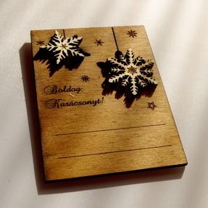 Karácsonyi ajándékkísérő, üdvözlőlap fából többféle színben, Dekoráció, Otthon & lakás, Karácsony, Ünnepi dekoráció, Karácsonyi dekoráció, Ajándékkísérő, Famegmunkálás, Kézzel és lézerrel készített magyar termék fából.\nMérete: 10,5 x 14 cm, Meska