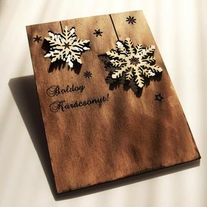 Karácsonyi ajándékkísérő, üdvözlőlap fából többféle színben, Ajándékkísérő, Papír írószer, Otthon & Lakás, Famegmunkálás, Kézzel és lézerrel készített magyar termék fából.\nMérete: 10,5 x 14 cm, Meska