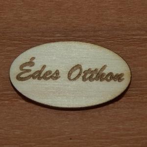 Fa 'Édes Otthon' felirat' 5 cm 70 Ft/db, Dekorációs kellékek, Fa, Famegmunkálás, Fából készült natúr dísz. Az ár 5 db-ra együtt értendő.  Mérete: 5 cm  Kérésre egyedi igény szerint..., Alkotók boltja