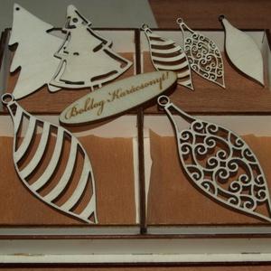 Karácsonyi díszek karácsonyfadísz fa díszdobozban 8 db dísz, Dekoráció, Otthon & lakás, Ünnepi dekoráció, Karácsony, Karácsonyi dekoráció, Famegmunkálás, A képeken látható natúr karácsonyi díszek, karácsonyi kellékek natúr fadobozban, összesen 8 db.\nKézz..., Meska