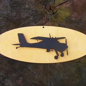 Repülőgép sziluett fából, falidísz, Lakberendezés, Otthon & lakás, Falikép, Dekoráció, Dísz, Famegmunkálás, Fából készített falidísz.\nMérete: 35 x 10 cm, igény szerint más méretben és más színben is el tudjuk..., Meska