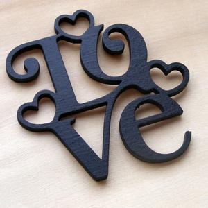 LOVE felírat szivekkel fából, dísz, falidísz, dekoralap, Dekoráció, Otthon & lakás, Dísz, Lakberendezés, Famegmunkálás, 3mm rétegelt lemezből készült LOVE felirat szívekkel.\nIgény szerint naturan ill. más színben is kérh..., Meska