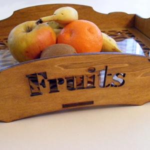 Fa gyümölcsös tálca, Tálca, Konyhafelszerelés, Otthon & Lakás, Famegmunkálás, Fából készült tálca, alján üvegbetéttel. Festve, kezelve, így a konyhában is használható, vizes ruhá..., Meska