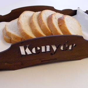 Fa kenyeres tálca, Tálca, Konyhafelszerelés, Otthon & Lakás, Famegmunkálás, Fából készült tálca, alján üvegbetéttel. Festve, kezelve, így a konyhában is használható, vizes ruhá..., Meska