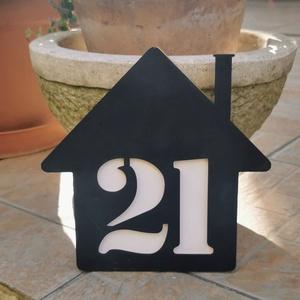 Utcanévtábla, házszámtábla, utcanév tábla, házszám tábla, Házszám, Ház & Kert, Otthon & Lakás, Famegmunkálás, Egyedi házszámtábla. Igény szerinti utca és házszámra tetszőleges színben megrendelhető. A képen lát..., Meska