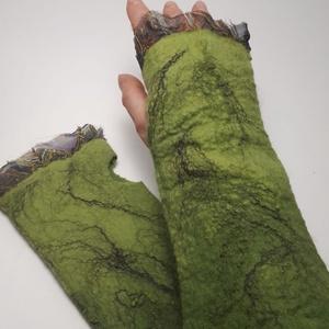 """nemez kézmelegítő \""""moha zöld\"""", Táska, Divat & Szépség, Ruha, divat, Sál, sapka, kesztyű, Kesztyű, Nemezelés, 100 % ausztrál merinó gyapjúból és selyemből  készült egyedi kézmelegítő . Iparművész tervezés ami n..., Meska"""