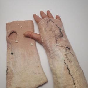 """nemez kézmelegítő \"""" rózsaszín és fehér \"""", Táska, Divat & Szépség, Ruha, divat, Sál, sapka, kesztyű, Kesztyű, Nemezelés, 100 % ausztrál merinó gyapjúból és selyemből  készült egyedi kézmelegítő . Iparművész tervezés ami n..., Meska"""