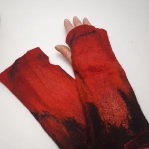 """nemez kézmelegítő \"""" piros és fekete \"""", Táska, Divat & Szépség, Ruha, divat, Sál, sapka, kesztyű, Kesztyű, Nemezelés, 100 % ausztrál merinó gyapjúból és selyemből  készült egyedi kézmelegítő . Iparművész tervezés ami n..., Meska"""