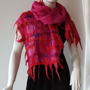 """nuno nemezelt selyem sál \"""" pink piros rácsok \"""", Táska, Divat & Szépség, Ruha, divat, Sál, sapka, kesztyű, Sál, Nemezelés, Selyemfestés, 100 % selyem és a legfinomabb  ausztrál  merinói gyapjúból készült sál . Egyedi  iparművész alkotás...., Meska"""