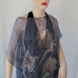 Szürke  hernyóselyem muszlin blúz tulipánokkal, Táska, Divat & Szépség, Ruha, divat, Női ruha, Blúz, Különleges kézi festésű 100% HERNYÓSELYEM muszlin finomságú selyemből készült blúz. Egyedi iparművés..., Meska