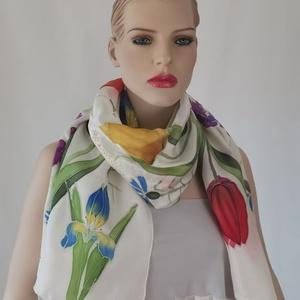 """hernyóselyem sál \"""" fehér színes virágokkal\"""", Táska, Divat & Szépség, Ruha, divat, Sál, sapka, kesztyű, Sál, Selyemfestés, 100% valódi hernyóselyem ponge 12 vastagságú sál. Úgynevezett twill sil, ,egy matt hatású vastagabb ..., Meska"""