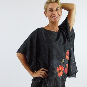 selyem blúz piros pipacsokkal, Blúz, Női ruha, Ruha & Divat, Selyemfestés,  Professzionális gőzölős festékkel , kézzel, 0,8 -as vastagságú selyemből egyedileg festetett blúz ...., Meska