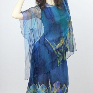 hernyóselyemkék  blúz Van Gogh íriszekkel, Ruha & Divat, Női ruha, Blúz, Selyemfestés, Különleges kézi festésű 100% HERNYÓSELYEM muszlin finomságú selyemből készült blúz. Egyedi iparművés..., Meska