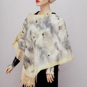 nemezelt gyapjú poncsó fehér, Női ruha, Ruha & Divat, Poncsó, Nemezelés, A legfinomabb ausztrál merinói gyapjúból készült poncsó . Egyedi iparművész alkotás. A két anyag a p..., Meska