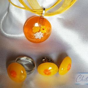 Narancs - sárga millefiori virágcsodák a napfény színeivel, medál, gyűrű és fülbevaló szett, Ékszer, Ékszerszett, Üvegművészet, Ékszerkészítés, Olvasztásos technikával készült millefioris stiftes füli, gyűrű és medál. Fehér, sárga és narancsszí..., Meska