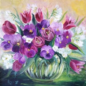 Tavaszi csokor - tulipán, frézia és árvácska fém vázában - olaj csendélet, Olajfestmény, Festmény, Művészet, Festészet, Ezt a festményt a Balatonnál kerti virágaimból összeállított csokorról festettem a 2020. tavaszán a ..., Meska