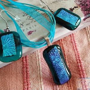 Türkizkék üvegtenger  -  csillogó üvegékszer medál és fülbevaló szett, Ékszer, Fülbevaló, Lógó fülbevaló, Ékszerkészítés, Üvegművészet, A gyönyörű türkiz színek kedvelőinek készült ez a szett! Fusing technikával csúcsminőségű átlátszó t..., Meska