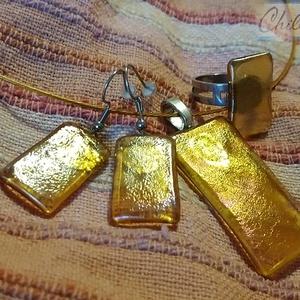 Csillogó arany minimal design nikkelmentes szett - Irizáló arany üvegékszer medál fülbevalóval és gyűrűvel, Ékszer, Ékszerszett, Ékszerkészítés, Üvegművészet, Gyönyörű arany színjátszó irizáló üvegből olvasztottam ezt a nagy méretű egyedi medált, gyűrűt és a ..., Meska