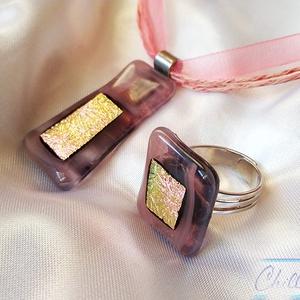 Rózsaszín - arany négyszögek  - Nagy méretű rózsaszín üvegékszer medál gyűrűvel, Ékszer, Nyaklánc, Medál, Ékszerkészítés, Üvegművészet, Ha szereted a nőies színeket, ez a szett téged vár! Nekem különösen tetszik ez a fusing technikával ..., Meska