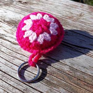 Horgolt kulcstartó/ táskadísz- (pink-rózsaszín), Táska, Divat & Szépség, Kulcstartó, táskadísz, Horgolás, Varrás, Horgolt kulcstartó és táskadísz.\n-Pink-rózsaszín\n-vatelinnel töltött párnácskával bélelve\n-2.5 cm ku..., Meska