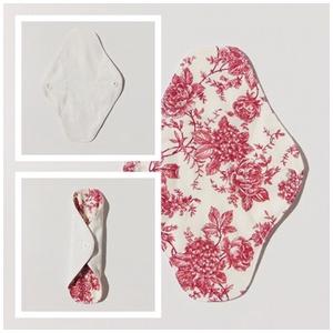 Tisztasági betét- bordó virág mintával / mosható textil betét, NoWaste, Textilek, Menstruációs bugyi, Varrás, Patenttal záródó kis méretű tisztasági betét.\nEz a tisztasági betét a vérzések közötti napokban, ill..., Meska