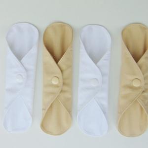 Tisztasági betét- bézs és fehér ( 4 db/ cs )mosható textil betét, NoWaste, Textilek, Menstruációs bugyi, Varrás, Patenttal záródó kis méretű tisztasági betét.\nEz a tisztasági betét a vérzések közötti napokban, ill..., Meska