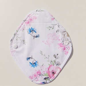 Tisztasági betét- rózsaszín virág mintás / mosható textil betét, NoWaste, Textilek, Menstruációs bugyi, Varrás, Patenttal záród tisztasági betét, 1 vékony nedvszívó réteggel.\nEz a tisztasági betét a vérzések közö..., Meska