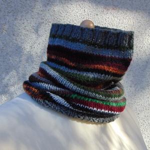 Dowa- nyakmelegítő. Meleg, puha és csíkos kötött nyakmelegítő/ csősál, Ruha & Divat, Sál, Sapka, Kendő, Sál, Kötés, Színes- csíkos 100% akril fonalból készült ez a kötött női csíkos sál (csősál). \n\nKényelmes viselet,..., Meska