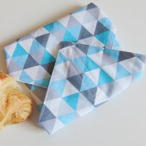 Öko szendvics csomagoló / újraszalvéta, nowaste, textil szalvéta, Táska & Tok, Uzsonna- & Ebéd tartó, Szendvics csomagoló, Varrás, Zero waste!\nSzürke- kék- fehér háromszög mintás öko szalvéta.\nTépőzárral rögzíthető. Belső oldala ví..., Meska
