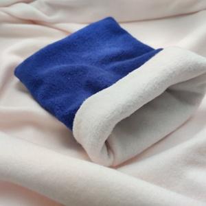 Bújózsák kisállatoknak 28x20 cm - kék-fehér polár, Otthon & Lakás, Kisállatoknak, Más házikedvenceknek, Varrás, Bújózsák kisállatoknak. Kívül kék polár, belül halvány rózsaszín/fehér polár anyagból.\nMéret: 28*20 ..., Meska