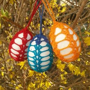 Horgolt húsvéti tojás csomagban, Dekoráció, Otthon & lakás, Ünnepi dekoráció, Húsvéti díszek, Horgolás, 3 db horgolt húsvéti tojás. \nHungarocell tojás horgolt díszítéssel. A tojások mérete: 7 cm\nIgény sze..., Meska