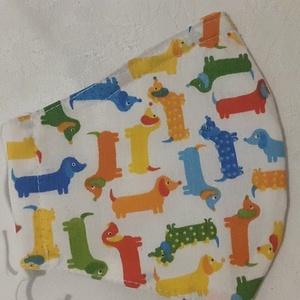 Szájmaszk dróttal 3 rétegű textilből, Egyéb, Táska, Divat & Szépség, Szépség(ápolás), Maszk, szájmaszk, Egészségmegőrzés, Varrás, 3 rétegű, fehér alapon színes tacskók mintás  pamutvászonból készült szájmaszk extra puha gumival. ..., Meska