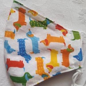 Gyerek szájmaszk dróttal 3 rétegű textilből, Táska, Divat & Szépség, Szépség(ápolás), Maszk, szájmaszk, Egészségmegőrzés, NoWaste, Textilek, Varrás, 3 rétegű, fehér alapon színes tacskók  mintás pamutvászonból készült szájmaszk kisfiúknak. A felső s..., Meska
