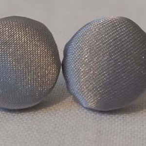 Textil fülbevaló, Ékszer, Fülbevaló, Pötty fülbevaló, Ékszerkészítés, Minden ruhához és minden alkalomhoz külön fülbevaló szükséges. :)\nEz egy ezüst szatén  textil fülbev..., Meska