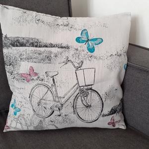 Biciklis mintás díszpárnahuzat, Otthon & Lakás, Lakástextil, Párna & Párnahuzat, Varrás, Varázsold át egyedivé otthonod hangulatát különleges, vidékies, romantikus stílusú, halvány szüre/pa..., Meska