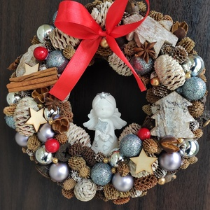 Tél Angyal - téli ajtódísz / ajtókopogtató, Otthon & Lakás, Karácsony & Mikulás, Karácsonyi kopogtató, Mindenmás, Télváró ajtókopogtató kész termékként eladó.\nÁtmérő: kb. 25 cm.\nAlap: szalma szokorú\nDíszek: őszi/té..., Meska