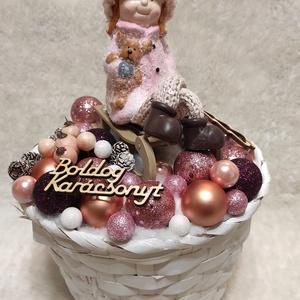 Karácsonyi asztaldísz, Karácsony & Mikulás, Karácsonyi dekoráció, Mindenmás, Logólábú kishölgy mackóval, szánkón :)\nKellemes hangulatú, rószaszín árnyalatú karácsonyi asztaldísz..., Meska
