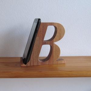 """Mobiltartó \""""B\"""" betűvel, Táska & Tok, Laptop & Tablettartó, Famegmunkálás, Polcra, éjjeli szekrényre, kis asztalra helyezhető, """"B"""" betű formájú asztali mobiltartó.\n\nAnyaga: 28..., Meska"""