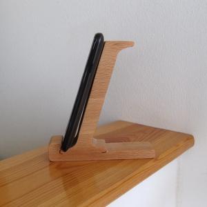"""Mobiltartó \""""I\"""" betűvel, Otthon & lakás, Lakberendezés, Tárolóeszköz, Famegmunkálás, Polcra, éjjeli szekrényre, kis asztalra helyezhető, """"I"""" betű formájú asztali mobiltartó.\n\nAnyaga: 28..., Meska"""