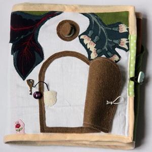Babaház textilkönyv, manó-lakás, csendeskönyv, Játék & Gyerek, Textilkönyv & Babakönyv, Varrás, Kb. 23 x 66 cm-es, kihajtható, kétoldalas babaház textilkönyv, saját tervek alapján. A babaház lakój..., Meska