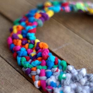 POP nyaklánc - szürke/multikolor, Ékszer, Egyéb, Nyaklánc, Ékszerkészítés, Újrahasznosított alapanyagból készült termékek, Egyedi textúrájú, saját fejlesztésű pop-textilből készült sokszálas, hátul megkötővel szabályozható ..., Meska